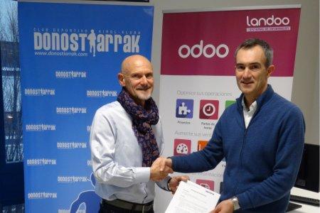 Etxebeste y Soroa tras la firma del convenio Carrera de Primavera - Landoo